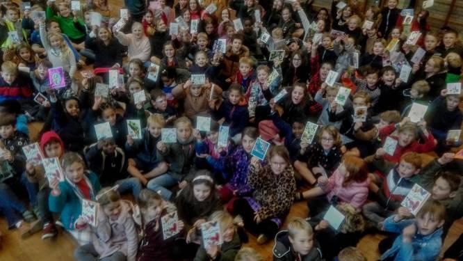 Leerlingen GBS DE Schakel willen rusthuisbewoners en zorgpersoneel verrassen met honderden kerstkaartjes