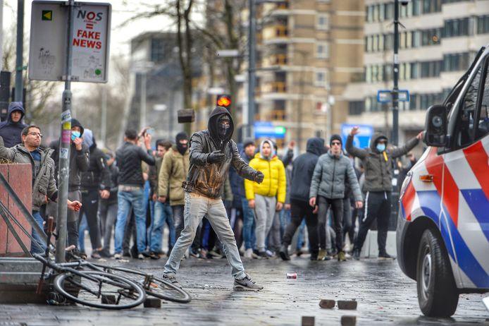 Rellen op het 18 Septemberplein in Eindhoven.
