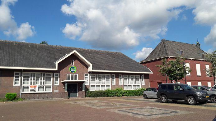 Het voormalige schoolgebouw in het centrum van Heeze dat door Zuidzorg werd gebruikt. (Archieffoto)