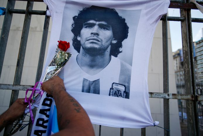 """Retraité des terrains à 37 ans, """"el Diez"""" (le dix, son numéro de maillot), avait sombré dans la drogue et dans l'alcool."""