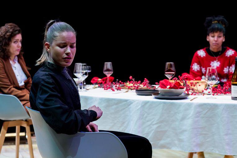 Millennial Anouk (Annica Muller) gaat ten onder aan haar principes in 'Dronken Deliriumdagen'. Beeld Eyes2