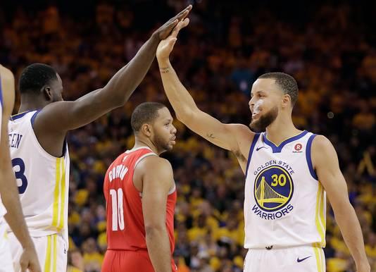Golden State Warriors viert de overwinning.