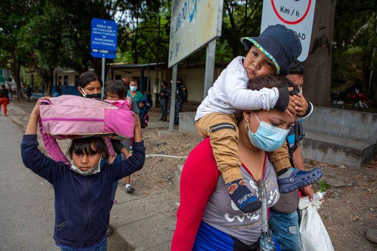 Migranten uit Honduras in El Florido, Guatemala Beeld AP
