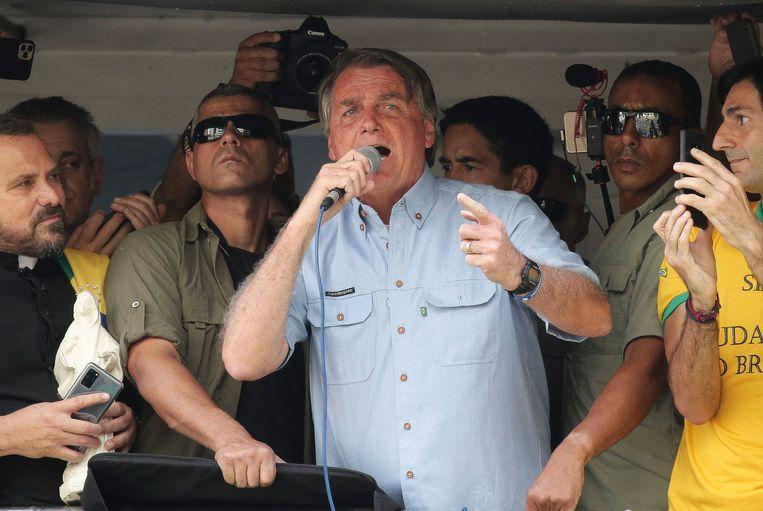 President Jair Bolsonaro geeft een toespraak voor medestanders tijdens een betoging op dinsdag.  Beeld AFP