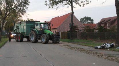 Papa (31) en dochtertje (8) botsen met motor tegen tractor