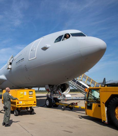 Kolonel Van der Biezen: 'Komst vijf of zes tankvliegtuigen is mijlpaal voor Vliegbasis Eindhoven'