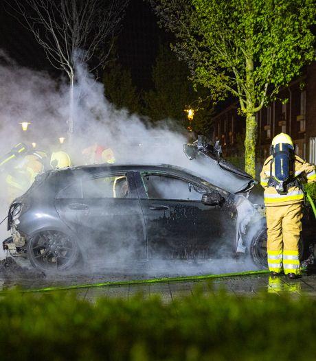 Groot verlies voor deze autobezitter in Zwolle: tweede Mercedes in brand gestoken
