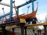 Zelfgebouwd Vikingschip wordt te water gelaten