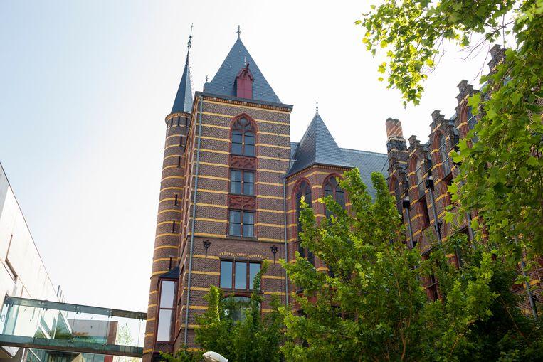 Uitzicht op het geologisch instituut, 'het kasteel', aan de Melkweg 1 in Groningen. Beeld Renate Beense