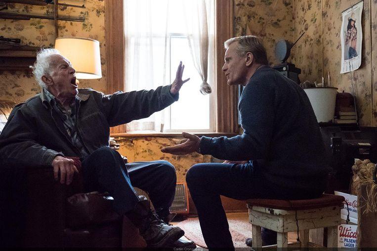 Viggo Mortensen (r.) met Lance Henriksen in 'Falling'. Beeld RV