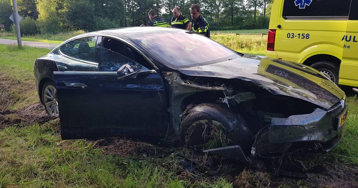 Automobilist gewond bij ongeluk in De Wijk.