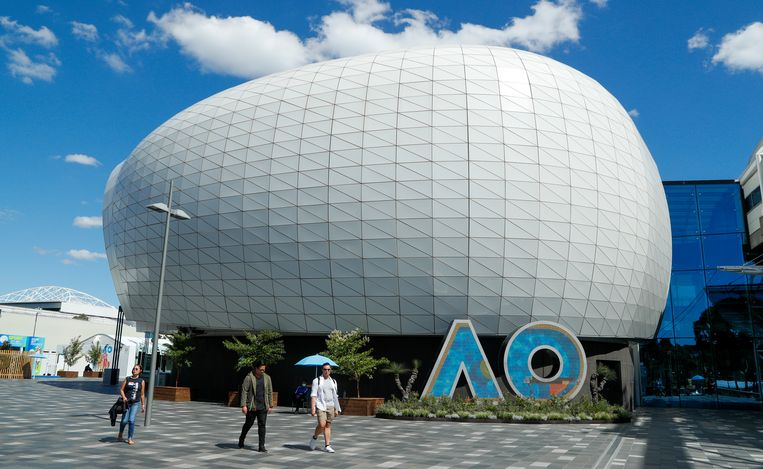 Iedereen binnen de tennisbubbel van Australian Open moet in quarantaine. Beeld AP