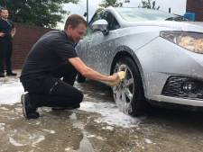 In de file bij autowasactie voor Aimée: brandweer  haalt 6950 euro op voor strijd tegen PLS