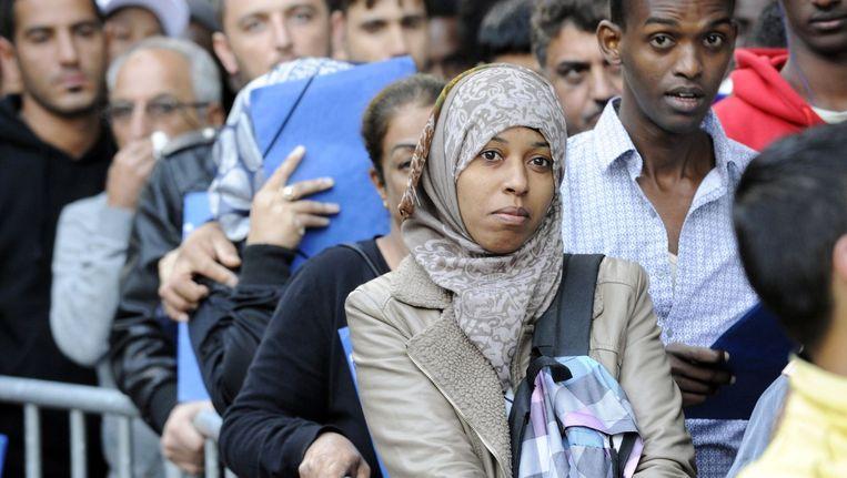 Het aantal vluchtelingen die bij de Dienst Vreemdelingenzaken graag een asielaanvraag zouden indienen, bereikte vandaag een recordaantal.
