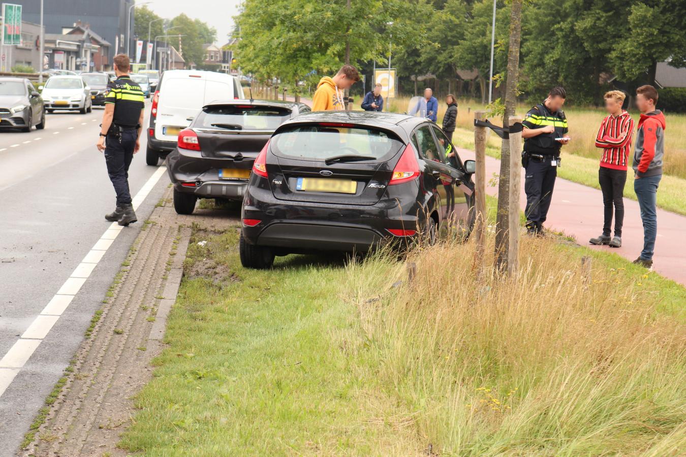 Twee auto's en een bestelbusje zijn betrokken bij het ongeluk.