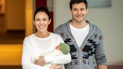 Pas bevallen Nieuw-Zeelandse premier verlaat ziekenhuis en maakt naam baby bekend