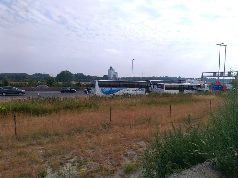 Bij het ongeluk vielen geen gewonden, de verkeershinder is wel groot.
