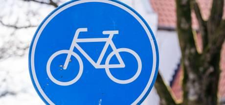 Nieuwe fietsbrug gaat over Rivierweg, maar fietsers moeten er nog even op wachten
