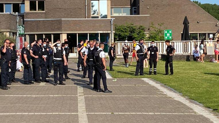 De politie moest gisteren massaal ter plaatse komen. Beeld Wim Naert