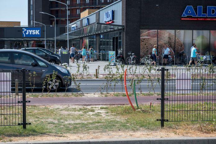 De Kennedylaan in Terneuzen. Het zou het nieuwe kernwinkelgebied moeten zijn. De Noordstraat moet een mix van wonen en winkelen worden.