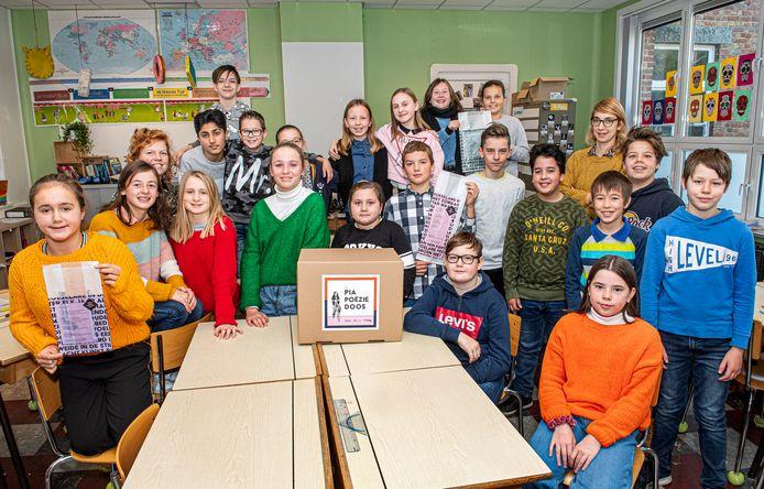 De aftrap voor de nieuwe verkiezing van de jonge stadsdichter werd gegeven in basisschool De Bever.