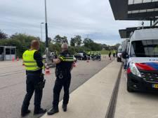 Politie doet grote controle langs A15, focus op illegaal vuurwerk