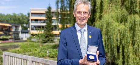 Gemeentelijke erepenning voor Kaatsheuvelnaar Jan Bernard Koolen