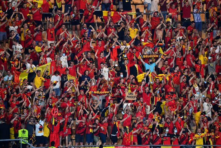 Supporters van de Rode Duivels in Sevilla. Beeld Photo News