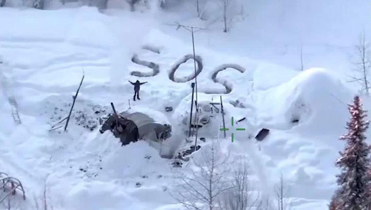 Tyson Steele schreef in grote letters SOS in de sneeuw