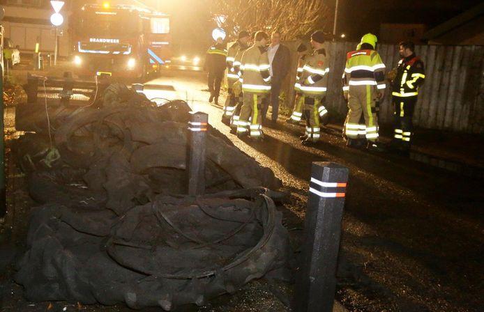 De ellende in Waardenburg begint vaak al in aanloop naar de jaarwisseling. Zo werden medio december 2018 tractorbanden in brand gestoken in het dorp.