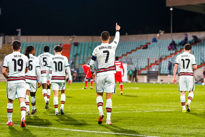 Ronaldo viert de 1-2 tegen Luxemburg..