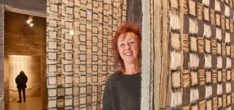 Fragiele textielkunst Anneke Klein op zijn plek in oude Veghelse graansilo