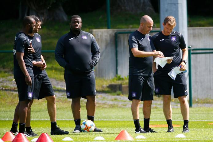 Muniege, midden, was van de partij op de eerste training van Anderlecht.