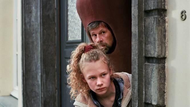 Johan Heldenbergh schittert in trailer van 'Mijn vader is een saucisse'