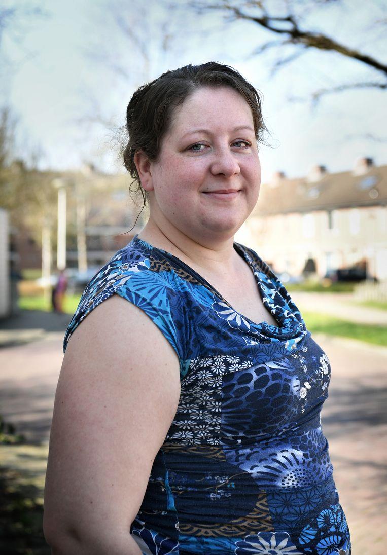 Marieke Grefelman werkt in een woonzorginstelling voor gehandicapten. 'Je bent voorbereid op mogelijke bijwerkingen. Maar zo hevig had ik het niet verwacht.' Beeld Marcel van den Bergh / de Volkskrant