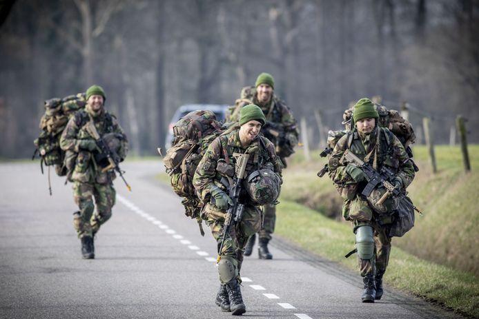 Dit kan tussen 28 februari en 5 maart zo maar het beeld zijn in Kapelle. Militairen van de Koninklijke Landmacht houden daar een oefening.