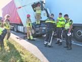 Gewonde bij ongeluk met drie vrachtwagens en personenauto op de A16