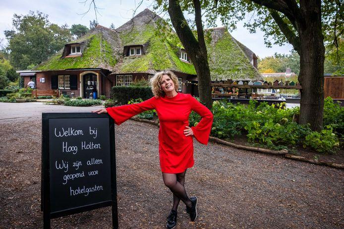 Eigenaresse Hanneke van Kouwen van hotel en restaurant Hoog Holten