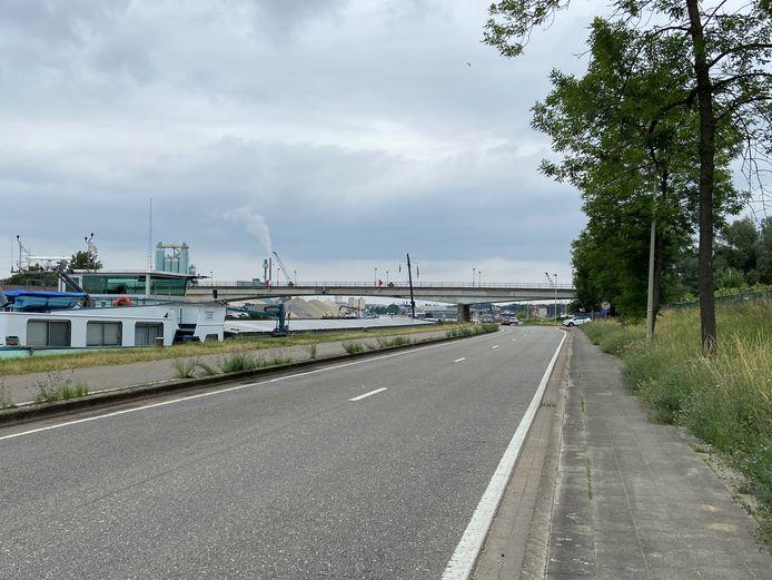Het ongeval gebeurde op de Hoogmolendijk vlakbij de Hoogmolenbrug
