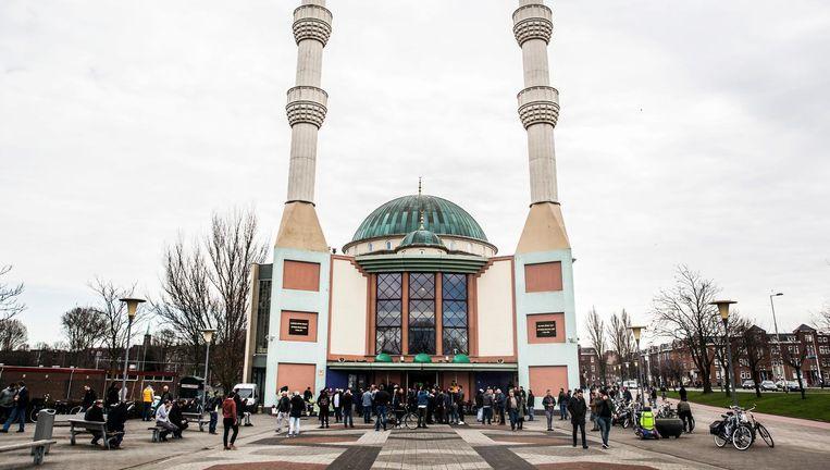 De Mevlana Moskee in Rotterdam, vrijdag na het middaggebed. Beeld Aurelie Geurts / de Volkskrant