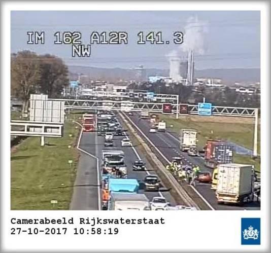 Een ongeluk op de A12 bij Duiven op camerabeeld.