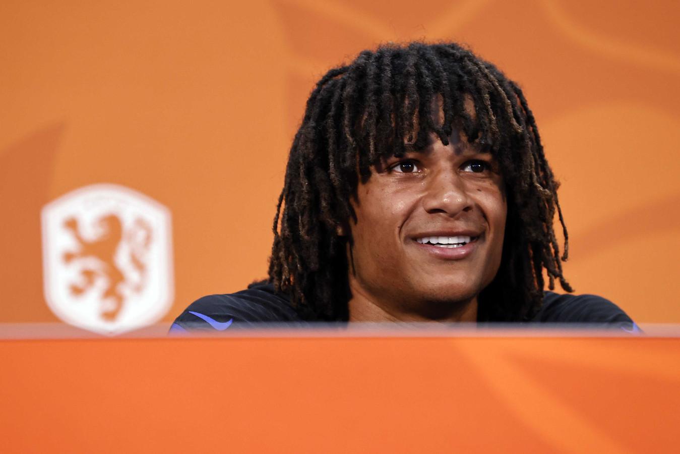 Nathan Aké de persconferentie van van het Nederlands elftal.