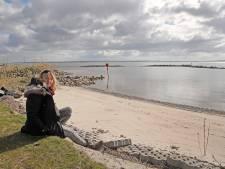 Onbereikbaar strandje Hellevoet blijft onbereikbaar