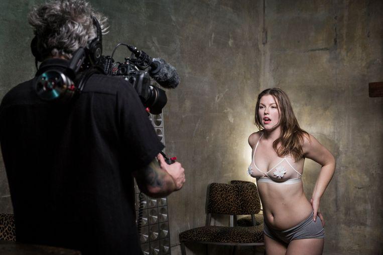 Ella Nova neemt alleen de tweede custom-film voor haar rekening. Beeld Emily Berl