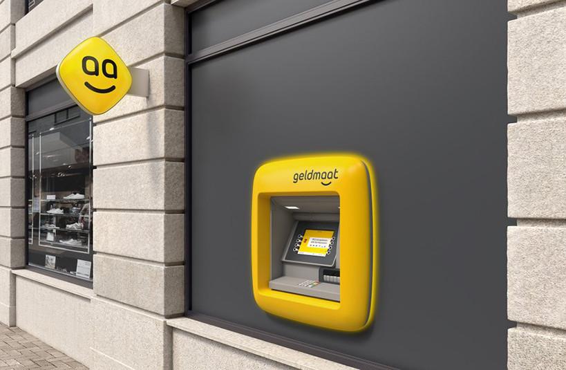 De pinautomaat nieuwe stijl is herkenbaar aan het logo met de smiley en de felgele kleur.