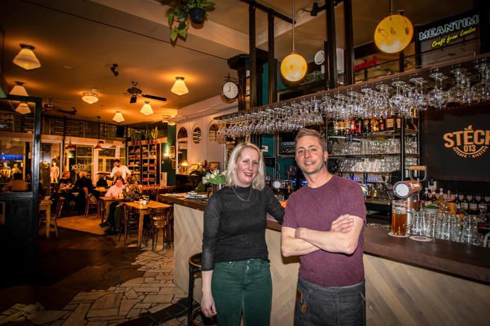 De nieuwe roergangers zijn Mirte en haar partner Tom-Jan Brekelmans. In het interieur schemert Langeboom door, maar ook in de kaart.