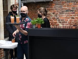 """Leuven schoolt werklozen om tot gekwalificeerd barpersoneel: """"Ik hoop nu ooit mijn eigen cocktailbar te runnen"""""""