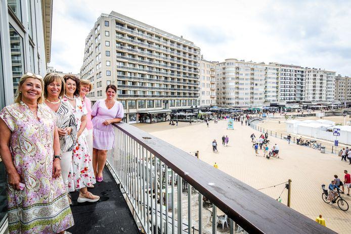 Claudine Pattyn, Caroline Vanwynsberghe, Anneke Delannoye, Gaetane Rombaut en Gwendoline Nys van Lions Club Oostende BO4.