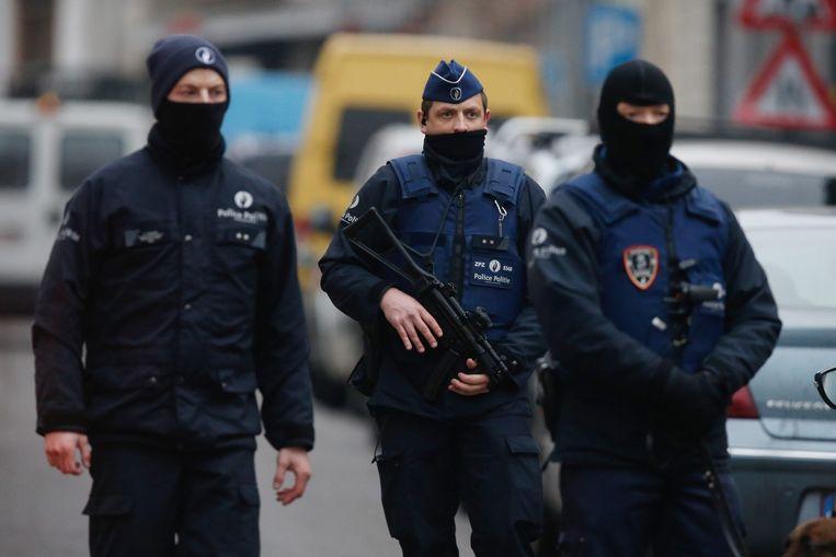 Agenten in Molenbeek. Beeld Afp