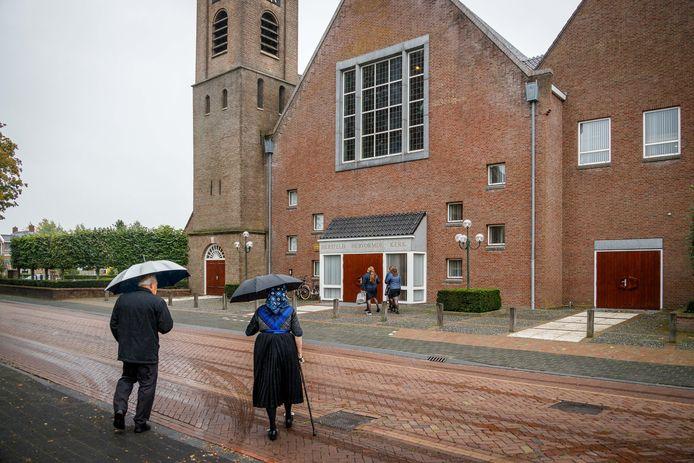 Ondanks corona gaan er 600 kerkgangers naar de Hersteld Hervormde Kerk in Staphorst.
